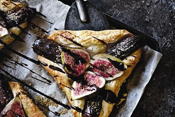 Fig and date tart with cumin-chocolate syrup recipe