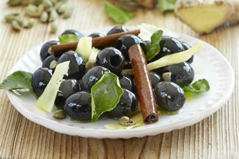 Olives marinated in ginger, cinnamon and cardamom recipe