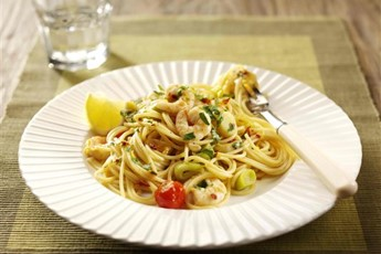 Pasta with leeks, chilli and prawns